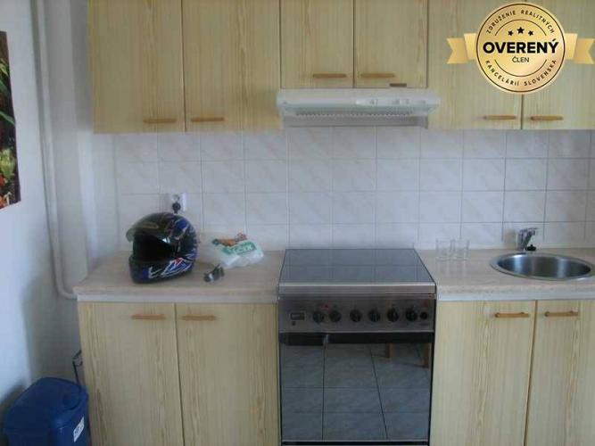 Reality PRENÁJOM - 3-izbový zariadený byt 103 m2 - Nitra - Chrenová