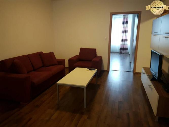 Reality PRENÁJOM - 2 izbový byt v centre mesta s parkovacím miestom - Nitra