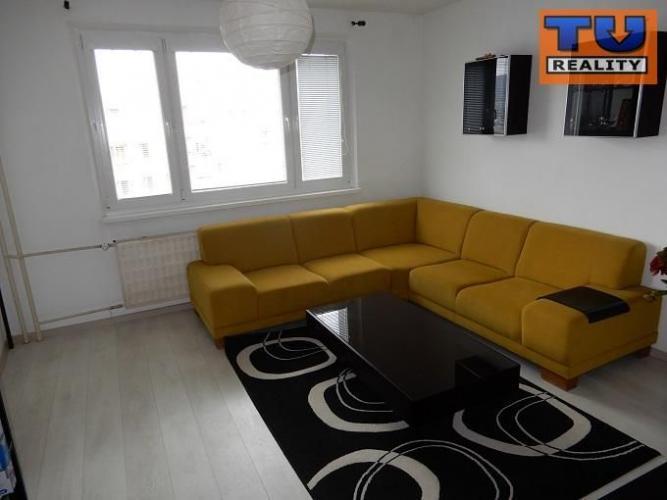 Reality Predaj slnečného, priestranného 3 izbového bytu blízko centra v Kežmarku, 68m2. CENA: 83 900,0