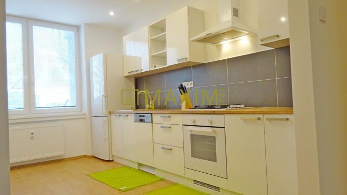 Reality Nový , zrekonštruovaný 1 izbový byt pre náročných na Azovskej - Ružinov