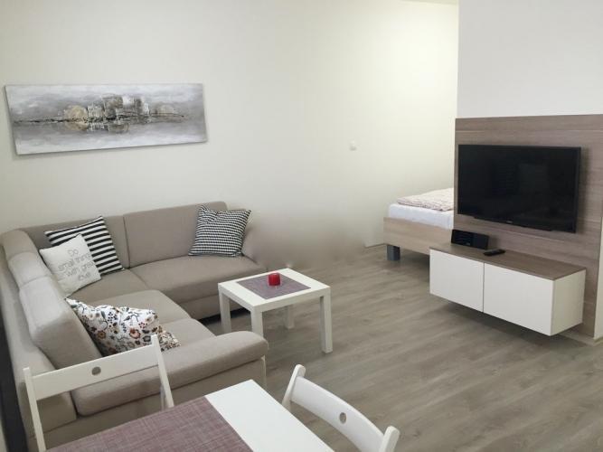 Reality COMFORT LIVING ponúka - Kompletne zariadený byt s balkónom a GARÁŽOU