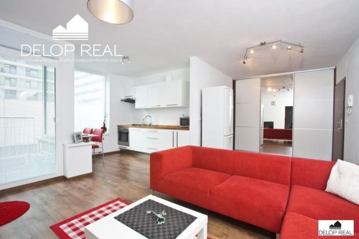 Reality Zariadený, slnečný 2 izbový byt s loggiou v OC RETRO