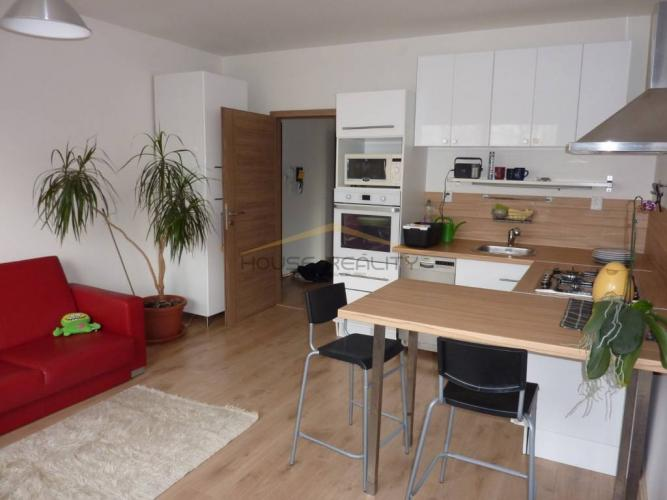 Reality Prenájom tichý 2 izbový byt, Bakošova ulica, Bratislava IV. Lamač