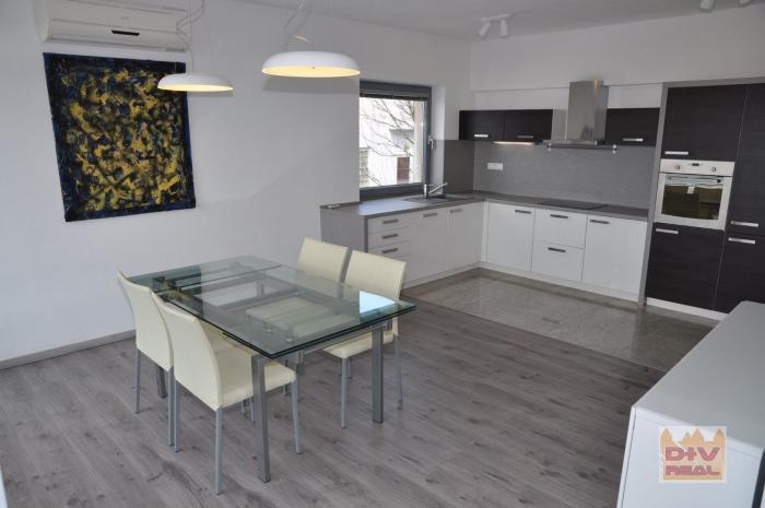 Reality D+V real ponúka na prenájom: 2 izbový byt, Radvanská ulica, Bratislava I, Staré Mesto, zariaden