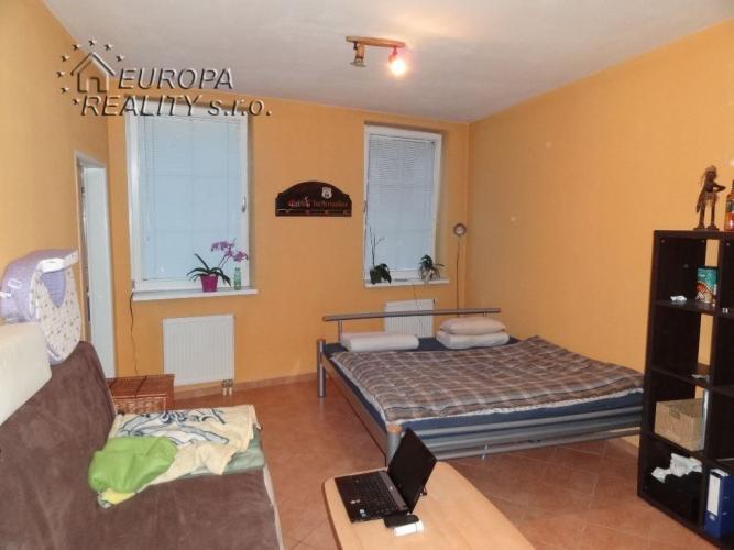 Reality Predaj 2,5 izb bytu BA Rača
