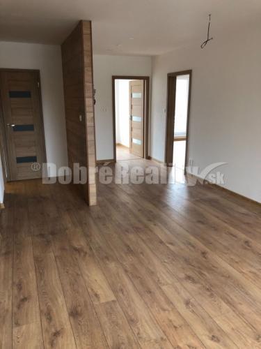Reality Na predaj luxusný nadštandardne prerobený 3 izbový byt v Prievidzi