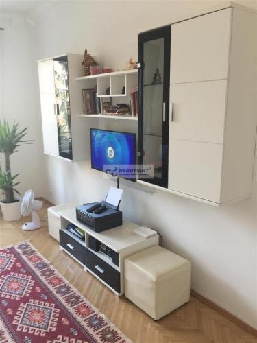 Reality Na prenájom zrekonštruovaný 1 izbvý byt na Mesačnej ul., v mestskej časti Bratislava Ružinov.