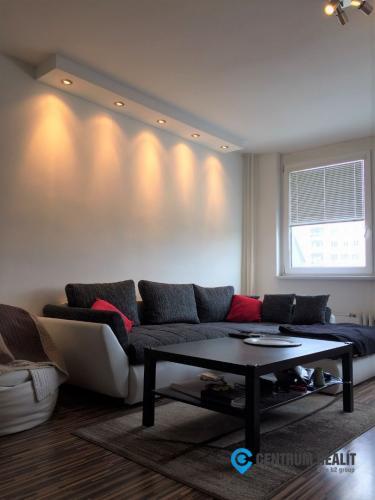 Reality Prenájom priestranného zariadeného 1-izbového bytu v Starom Meste