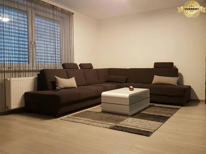 Reality PRENÁJOM - Luxusný byt s terasou a 2 parkovacími miestami - Nitra
