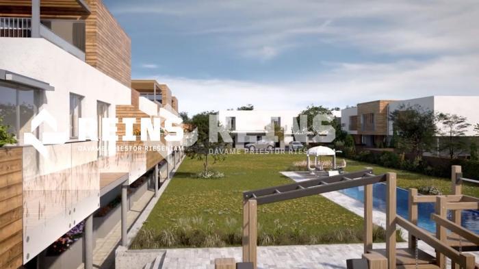Reality Krásny 1izb byt, úžitková plocha 81 m², predzáhradka a veľký dvor s relaxačným bazénom