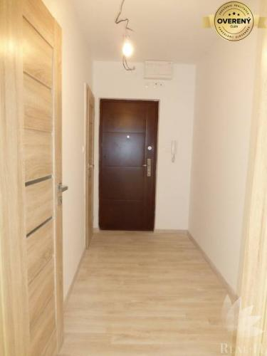 Reality Predaj veľký 3 izbový byt Exnárova ulica BA II Ružinov