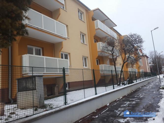 Reality *Rezervované* NA PREDAJ, 2 izbový zrekonštruovaný byt (balkón), Sihoť I, Generála Goliana, Tr