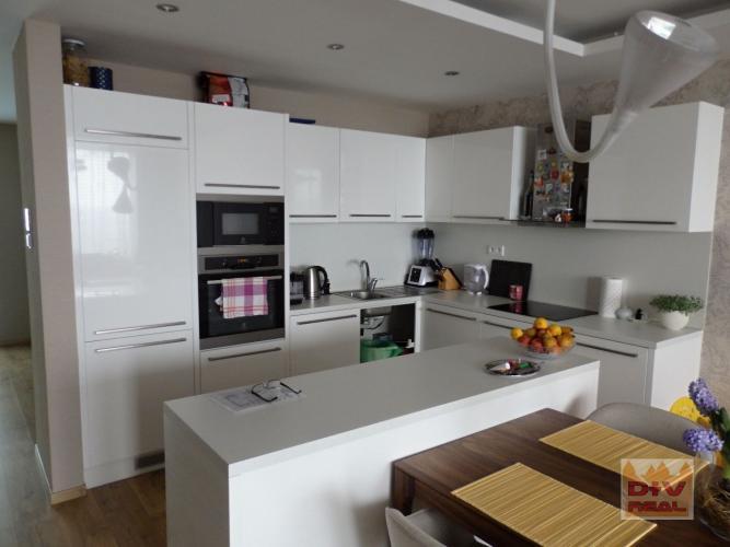 Reality Predaj: 4 izbový byt, Dvořákovo nábrežie, River Park, 2 terasy, dve garážové státia, novost