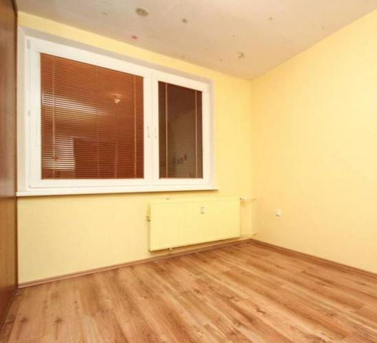 Reality Priestranný, slnečný, čiastočne rekonštruovaný byt v širšom centre.  ul. Za dráhou