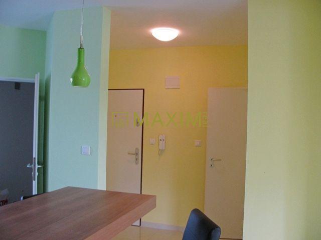 Reality Veľmi pekný 2- izbový byt na Ulici Štefana Moyzera