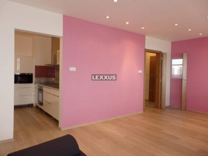 Reality LEXXUS-PREDAJ zrekonš. 1i. byt s loggiou, 47m2, neobývaný, Školská ul.