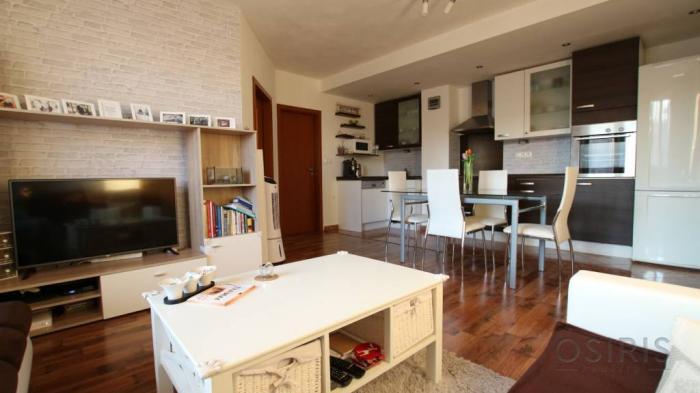 Reality Slnečný, zariadený 3i byt po kompletnej rekonštrukcii, Doležalova ul.