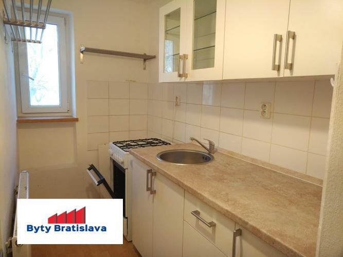 Reality Províziu neplatíte! RK Byty Bratislava prenajme 3 - izb. byt, Kadnárova, BA III