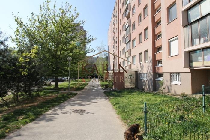 Reality Predaj - 1 izbový byt s loggiou v tichom, zelenom prostredí na ul. Jána Poničana. DNV - BA IV. T