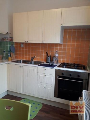 Reality D+V real ponúka na prenájom:  2 izbový byt, Krížna, Bratislava I, Staré Mesto, zariadený, kli