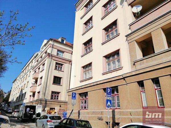 Reality Prenájom 3 - izb. bytu na Zochovej ul. s parkovacím miestom, 102 m2