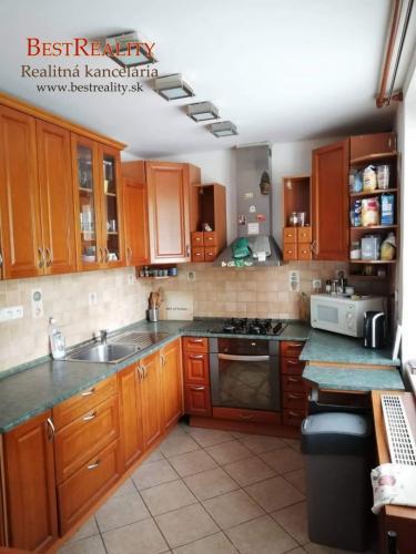 Reality 4 izbový byt na prenájom 90 m2 v blízkosti parku, Ružinov, Ostredková ul. www.bestreality.sk