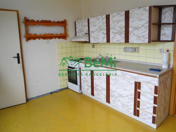 Reality NR - 2 izb., Klokočina - Jurkovičova ul., dobrá lokalita, čiastočná rekonštrukcia, 64 m2, 4 p