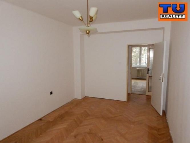 Reality 2+1 izbový byt v pôvodnom stave v Novom Meste nad Váhom, 51m2. CENA: 54 980,00 EUR