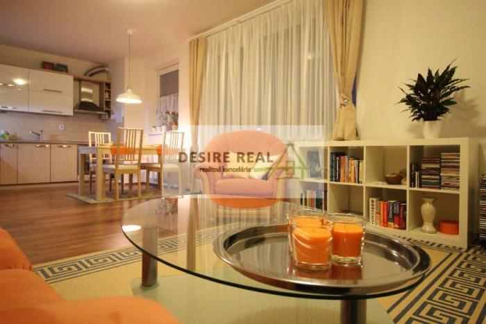 Reality Krásny priestranný 2 izbový byt s balkónom, šatníkom, pivnicou a s parkovacím miestom, Stupav