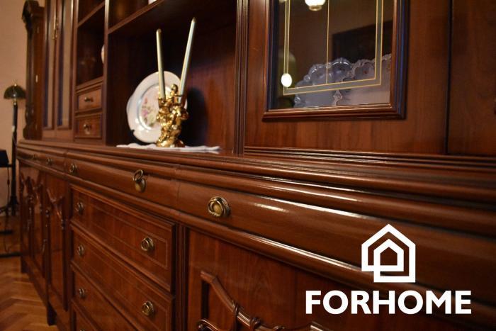 Reality Ponúkame na predaj zaujímavý 4 izbový byt v Nových Zámkoch.