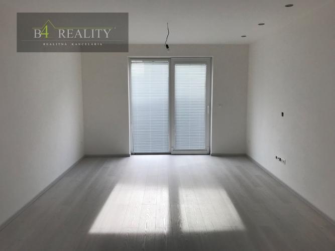Reality Novostavba na kľúč: skolaudovaný 3- izbový rodinný dom + 2x parkovacie státie, Trenčín / Zl