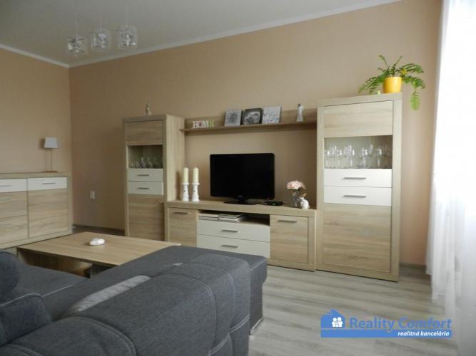 Reality *REZERVOVANÉ* NA PREDAJ, pekný 3 izbový byt, loggia, kompletná rekonštrukcia, Piešťany ul. Br