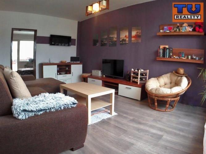 Reality EXKLUZÍVNE-2 izbový byt, 52m2,pôvodný stav, loggia, Ružomberok-Klačno. CENA: 58 000,00 EUR