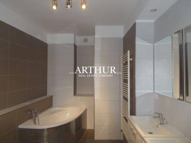 Reality ARTHUR - 3izb.byt, 70m2, centrum BA, Laurinská ul., tehla, 4p., výťah, klimatizácia