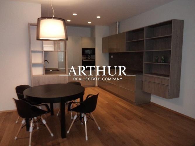 Reality ARTHUR - 3 izbový nadštandardný elegantný byt s parkovacím státím v Starom Meste