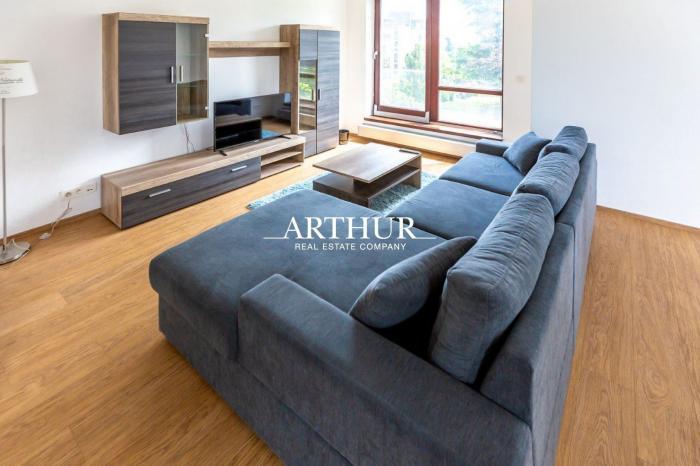Reality ARTHUR - Prenájom 2i bytu v Bratislave I. v blízkosti Horského park v uzatvorenom areáli.