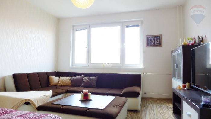 Reality PREDAJ 2 izbový byt, po rekonštrukcii - zariadený, 50 m2 ul. J.I.Bajzu sídl. Zapotôčky PRIEVID