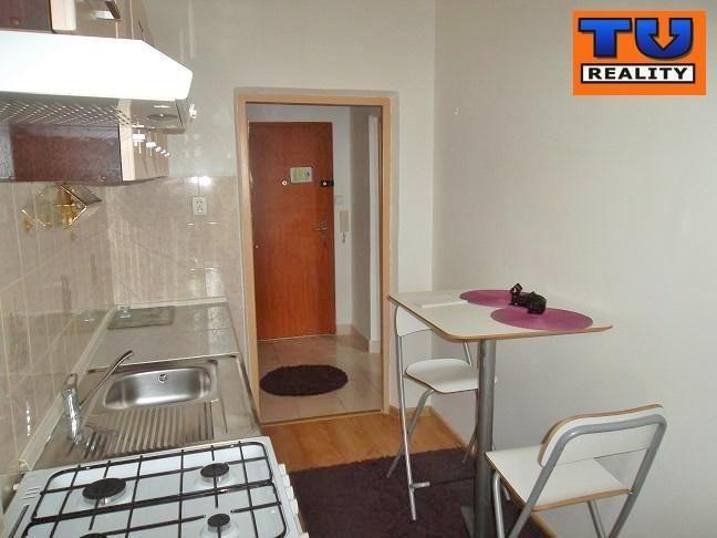 Reality Útulný 2-izbový byt, Sadová, Bratislava, 42 m2. CENA: 124 900,00 EUR