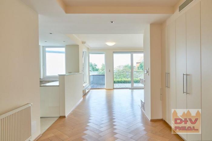 Reality D+V real ponúka na prenájom: 4 izbový byt, Mudroňova ulica, Diplomat park, Bratislava I, Staré