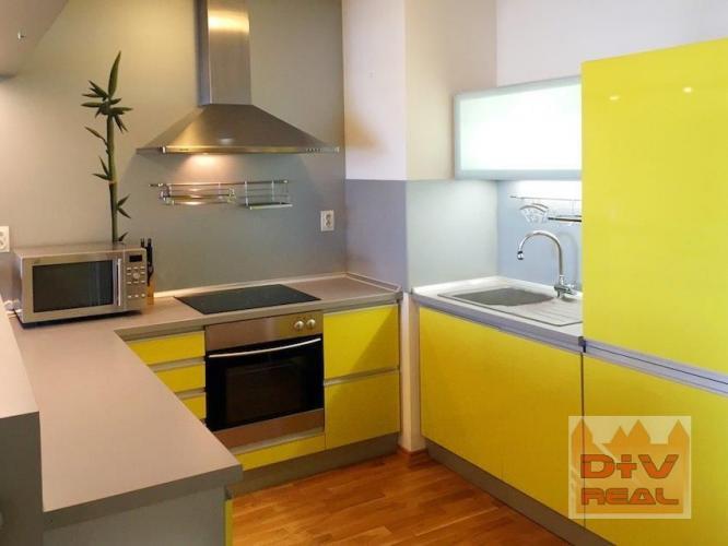 Reality D+V real ponúka na prenájom: 2 izbový byt, Zadunajská cesta,  Bratislava V,  Petržalka, loggia,