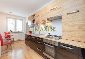 Reality Pekný slnečný 3-izbový byt na ulici 1. mája