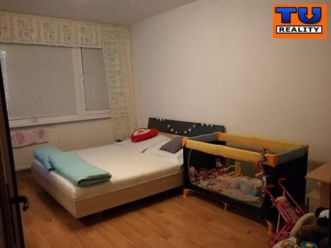 Reality Veľký 1-izbový byt, Titogradská ul., s rozlohou 37m2, s balkónom. CENA: 62 970,00 EUR