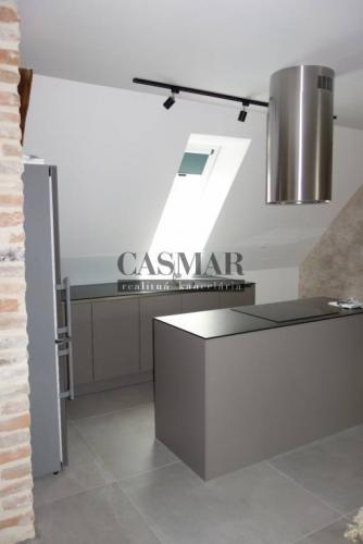 Reality CASMAR RK - Exkluzívny, veľký 2 izb. byt v centre mesta