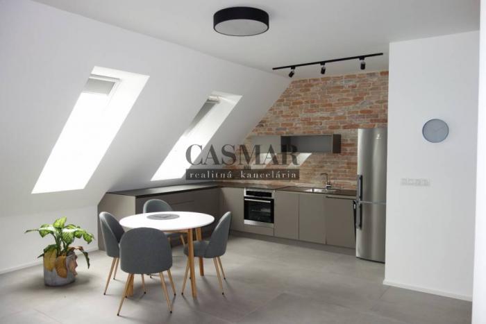Reality CASMAR RK - Nový, veľký 2 izb. byt v centre mesta TOP!!!