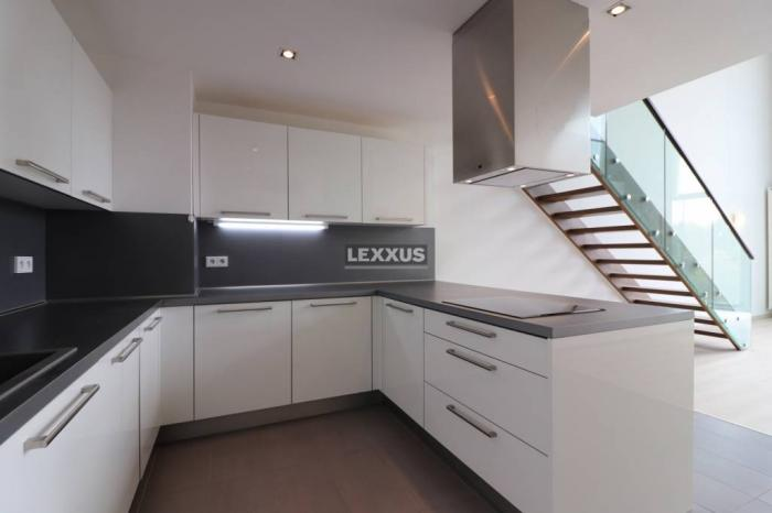 Reality LEXXUS-PREDAJ Moderný dvojpodlažný 3 izbový byt v Eurovei s parkingom