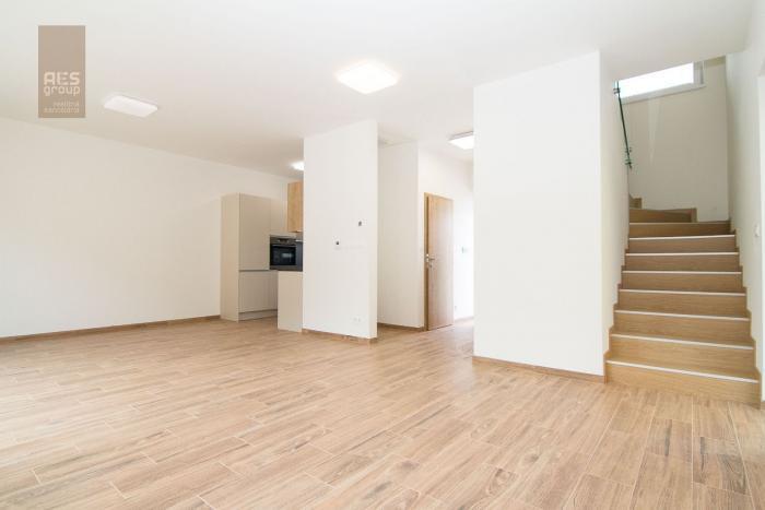 Reality Prenájom 4 izbový byt so záhradkou a parkovaním, Stupava