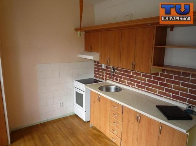Reality Na predaj 1-izb. byt 45m2 s balkónom, po čiastočnej rekonštrukcii,v tichom prostredí, Tvrdoší