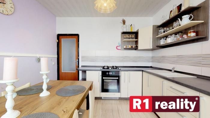 Reality 3 izbový byt /balkón, výťah, 74 m2/ Vrbové