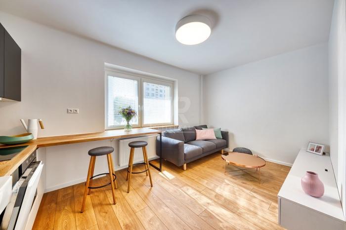 Reality Trenčianska-moderne zariadený byt v tehlovom bytovom dome vo vyhľadávanej lokalite.-Ružinov