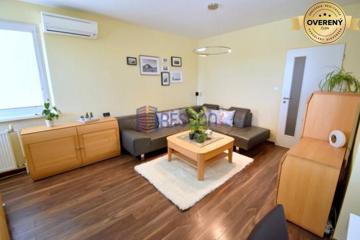 Reality Videoobhliadka: Krásny 4-izbový byt po rekonštrukcii, klíma, 2xbalkón.